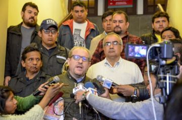 Burocracia estatal truncó la llegada de dos aeronaves