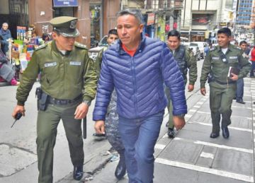 Fiscalía libera de culpa al excomandante Aranibar por muerte de mineros