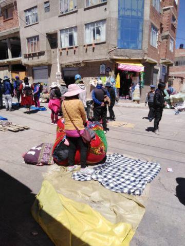 Comerciantes potosinos se oponen que los paceños ocupen las calles pero ellos lo hacen