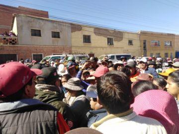 """Dejan que comerciantes de La Paz se asienten en el """"puente caracol"""""""
