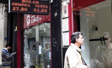 Argentina impone límites para la compra de divisas