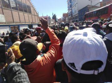 Ciudadanos exigen que las paceñas vendan en la calle
