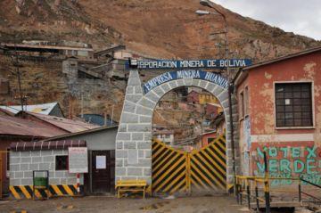 Arrestan a 18 ladrones de mineral en Huanuni