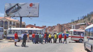 Bloqueo de transportistas corta el tráfico entre Potosí y Sucre