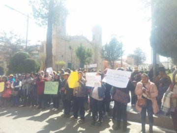Madres y padres de familia toman las calles potosinas en ruidosa marcha