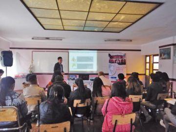 Dan taller sobre cambio climático con 30 jóvenes