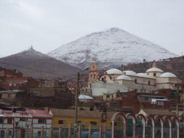 El Cerro Rico de Potosí amaneció nevado