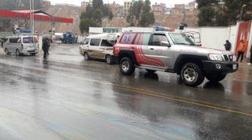 Colisión de un minibus contra un camión causa un muerto y cinco heridos