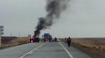Uyunenses bloquean sus caminos en el primer día de paro de 48 horas