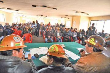 Mineros van al diálogo por los conflictos de minas potosinas