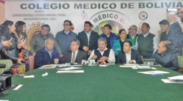 Médicos aceptan ir al diálogo con el Gobierno pero mantienen su paro