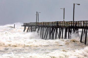 EE.UU. siente los golpes de un tifón Dorian débil