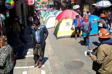 Mineros de San Cristóbal inician huelga de hambre