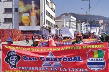 Mineros de San Cristóbal logran acuerdo y levantan sus medidas