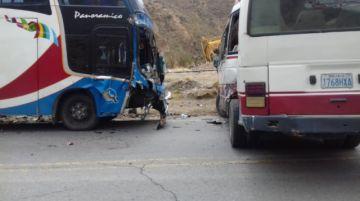 Exceso de velocidad causa accidente con tres personas heridas