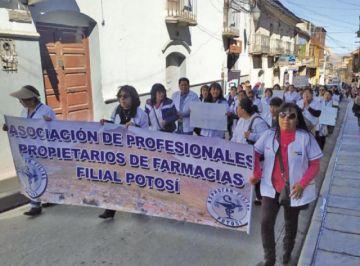 Las profesionales en farmacia se mantienen en emergencia