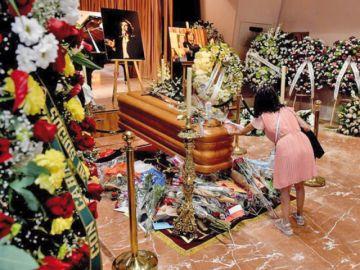 Admiradores rinden tributo a Camilo Sesto