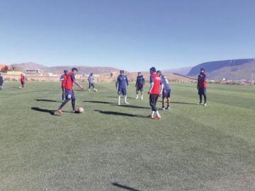 El técnico Suárez fortalece el trato del balón en Real Potosí