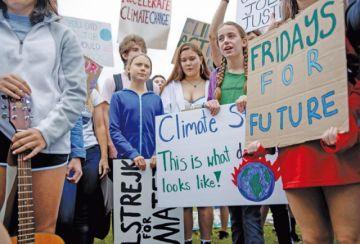 Jóvenes reclaman políticas contra el cambio climático