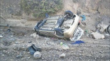 Mueren tres personas tras embarrancarse vagoneta