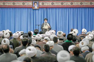 El líder supremo de Irán rechaza hablar con EEUU