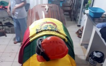 Madre de bombero fallecido dice que nadie del Gobierno le ayudó