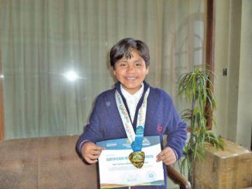 Oropeza es reconocida por lograr oro