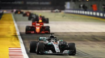 Hamilton toma el mando en Singapur