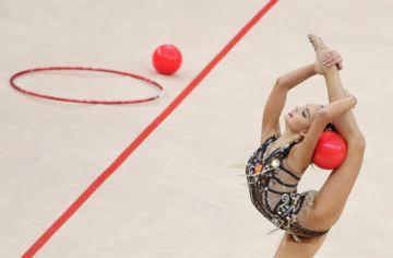 Averina logra su tercer título mundial consecutivo en gimnasia rítmica en Baku