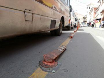 Destruyen señalización vertical de calle