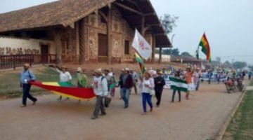 Marcha indígena retoma su paso rumbo a Santa Cruz este martes