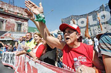 Protestas caldean política en Argentina