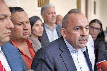 """Los diputados chavistas interrumpen """"autoexilio"""""""