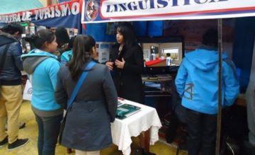 La UATF promueve sus carreras en una feria informativa