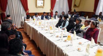 Evo anuncia construcción de la doble vía entre Sucre y Potosí