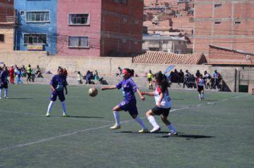 El equipo de Real Potosí vence a Renacer en el campeonato femenino de fútbol