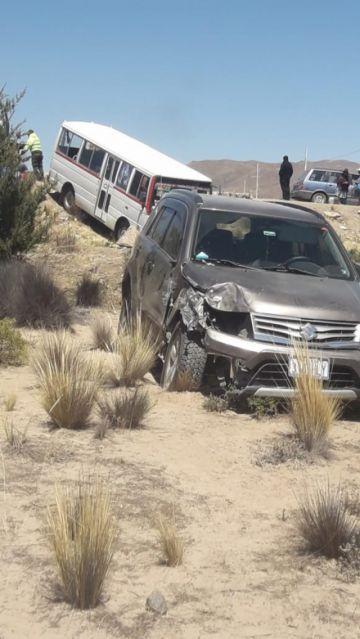 Choque de autos deja 16 personas heridas