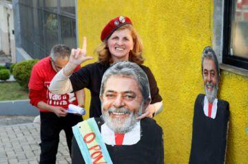 Fiscales piden que Lula cumpla su condena solo por las noches