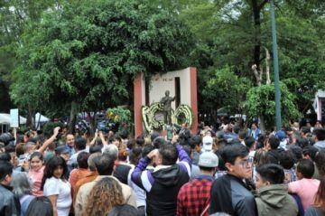 México llora a José José mientras sus hijos pelean