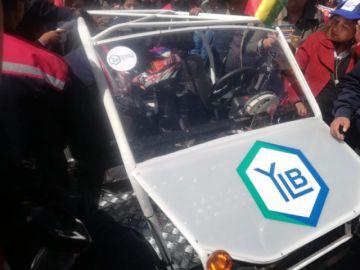 El presidente presenta el primer carro eléctrico fabricado en Potosí