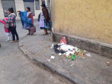 Gente aún deja basura en las calles