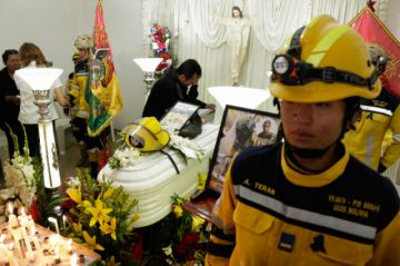 Entre llanto y dolor velan a un voluntario potosino que murió en el Tunari