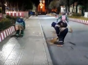 Trabajadores de EMAP cumplen 26 años barriendo calles
