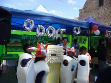 Promueven la salud oral y su cuidado en una feria