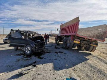 Probable exceso de velocidad causa accidente con dos personas muertas