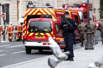 Asesinados a cuchilladas cuatro policías franceses