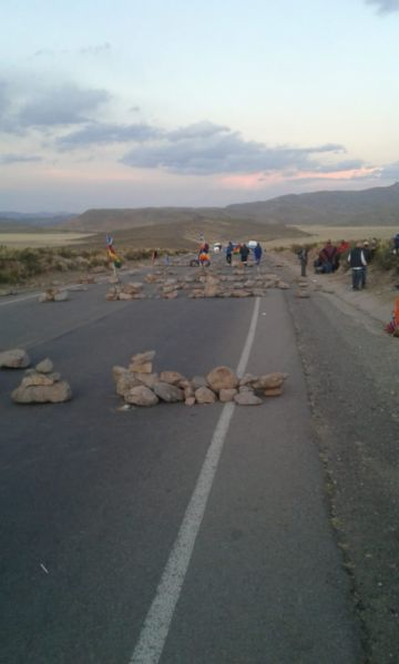 Confirman bloqueo de la carretera Potosí Oruro