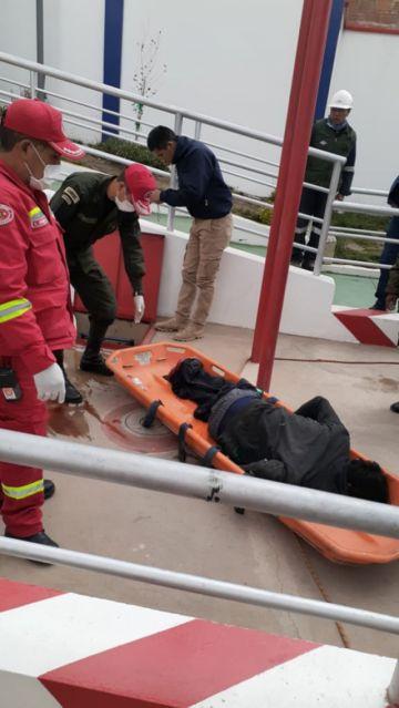 Rescatan un cadáver de un tanque de combustible