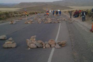 Bloqueo continúa en Ventilla y viajan a Oruro por vía a Uyuni