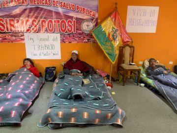 Se mantienen los piquetes de huelguistas por demandas en salud
